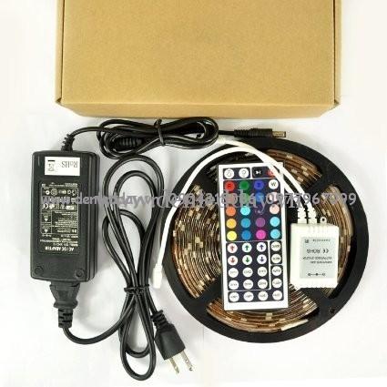 Đóng gói một bộ đèn led dây 5050 cuộn 5m