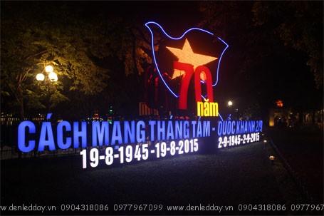 ha-noi-ruc-ro-don-mung-70-nam-ngay-lap-nuoc (3)