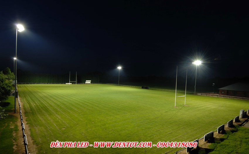 Đèn pha LED chiếu sân bóng