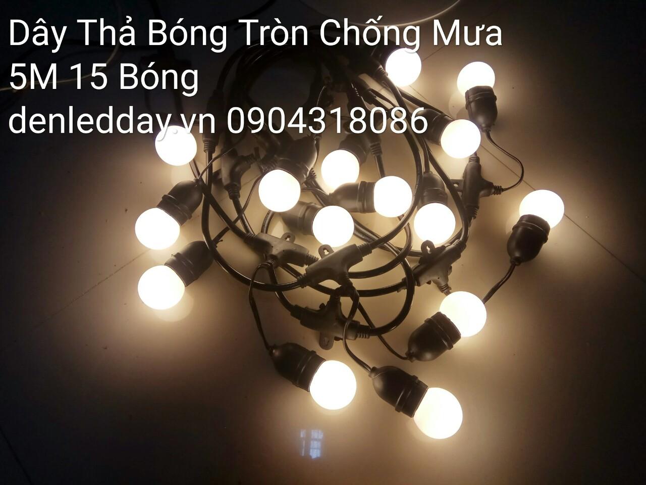 Đây đẻn thả bóng tròn chống mưa tại Hà Đông, Hà Nội