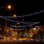 Những đường phố lung linh sắc màu với Dây Đèn thả