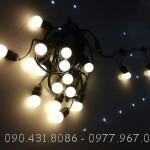 Dây đèn thả sử dụng kết hợp với bóng đèn LED chống mưa là giải pháp hoàn hảo trang trí ngoài trời